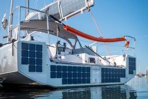 Mit Solarpaneelen verkleidetes Heck der Pogo30 von Mark Johnson