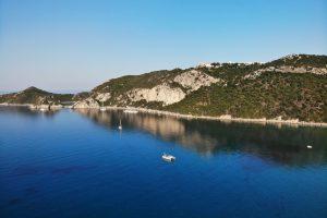 Luftbild der Bucht von Afionas